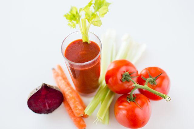 Odlehčený letní jídelníček – osvěžte se saláty z rajčat!